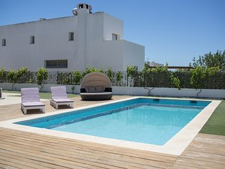 Modern villa 10 minutes to Playa den Bossa, perfect for families or groups, Nuestra Señora de Jesús