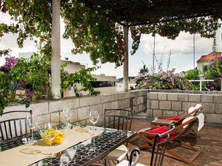 Fully renovated apartment on an amazing location, in an old stone villa.
