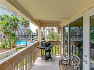 Bright, waterfront condo with shared hot tubs, pools, tennis! Small dog OK!