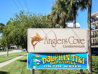 Renovated 2 bed 2 bath Cabana Unit w/ On-Site Dolphin Tiki!
