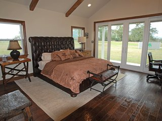 Green Oaks Cattle Company - Texas Guest House, Madisonville