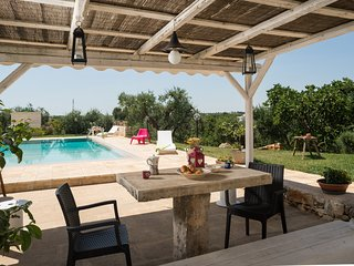 Lovely Trullo with pool and view on countryside, Coreggia