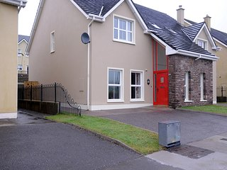 4 Cois Chnoic Dingle Town Holiday Home