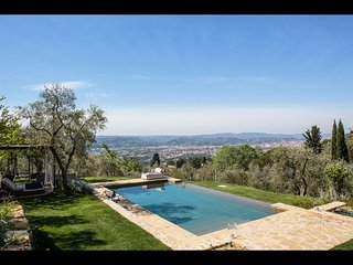 Fabulous 4BR villa w/ magnificent pool and views!, Florence