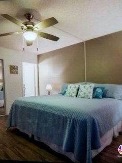 King size bed 2dressers and a nite stand flat screen TV Screened door leads out to the lanai