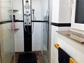 begehbare Dusche im Apartment Bergkristall