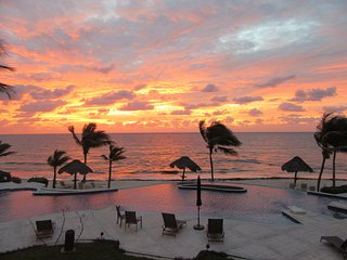 Peaceful Oceanfront Paradise - 100 Feet from Caribbean!, Puerto Morelos