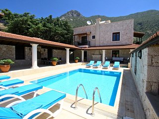 4 BEDROOMS SECLUDED VILLA A -HILL