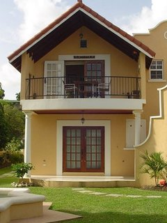 Upscale Tropical South Coast Holiday Apartment with Pool at Springcourt Rockley