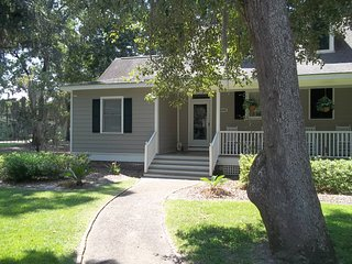 "Best Rates! Cozy and Quiet ""Serenity"" Cottage Welcomes You! Beach 3 miles., Murrells Inlet"