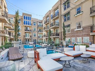 STUNNING 2BD IN HEART OF HOLLYWOOD