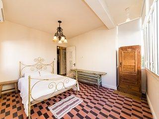 Classic 3 Bedroom Apartment (Carmel Market)
