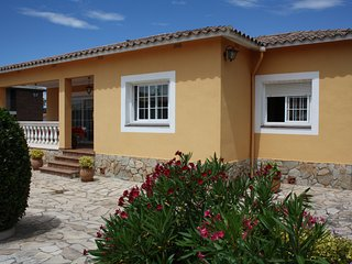 Casa familiar con piscina y WIFI. HUTG-024339