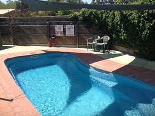 Echuca Moama Holiday Accommodation 2 - 500m off main street. Sleeps 8