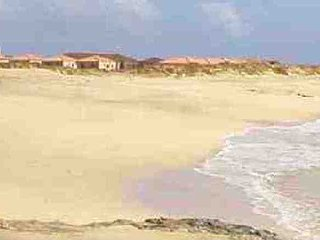 Bungalow in front of the beach, Vila do Maio