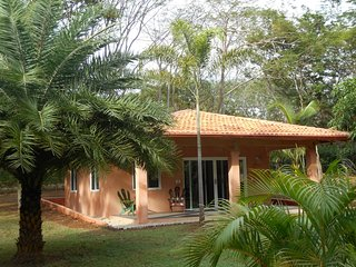 CASA LA PAZ 'Artistica' - House for 4 people in the heart of a tropical park