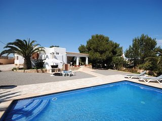 Large Villa located in the popular reosrt of San Antonio Bay, sleeps 8