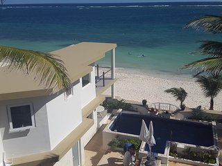 Casa Toucan 4 - Beautiful Beachfront near Square!