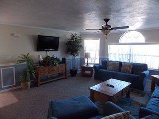 Spacious 3 Bedroom Condo, close to Disney
