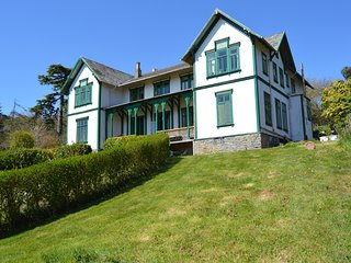 East Wing Apartment Burton Hall, 2 bedrooms, Historic House, Great Views, North Tawton