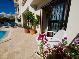 Large, 1 bed apartment. Private pool. Safe, Wifi, Kalamar. £200 pppw