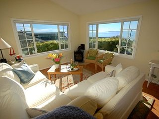 Paradise Cottage - Ocean Views and Delightful Gardens, Summerland