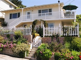 Santa Barbara Cottages - Jasmine Cottage - Walk to the beach and shops!