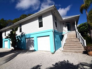 Summer Special! Renovated Near beach pool home in Village!, Captiva Island