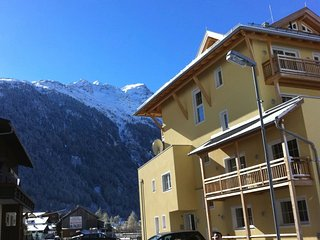 Two bed apartment sleeps 6 near Solden