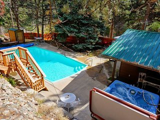 Private on river, Heated pool, hot tub, sauna, pool table, fire place and more!