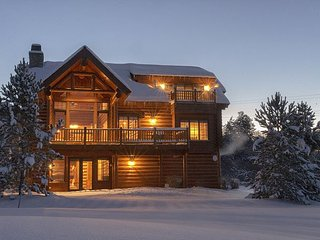 Teton Springs Luxury Log Home. 4 bedrooms/4.5 baths. New Hot Tub!, Víctor