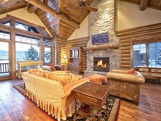 Teton Springs Luxury Log Home. 4 bedrooms/4.5 baths. New Hot Tub!