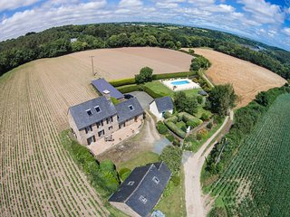 Ty Menhir - A Traditional Breton stone house in a rural and private location, Pleudaniel