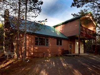 Large 5 Bed W/loft, 4 Bath Cabin Near Yellowstone National Park! Sleeps 20