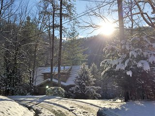 Winter sPeCiAL on 'Genesis' at Great Smoky Mtn. Park entrance and Cades Cove!, Townsend