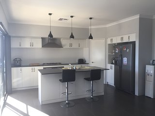 Brand new home with pool, Ellenbrook