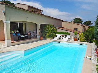 2 bedroom Villa in Saint-Tropez, Provence-Alpes-Côte d'Azur, France : ref 50517