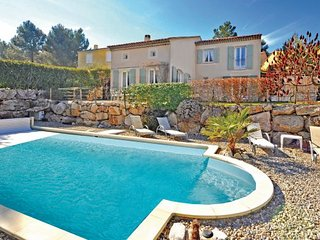 3 bedroom Villa in Golf de Pont Royal, Provence drOme ardEche, Bouches-du-rhone, France : ref 2042605
