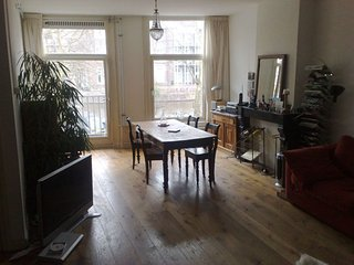 Spacious Charming Old Center apartment in Oud-West with WiFi & balkon.