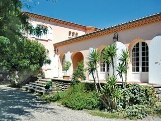 4 bedroom Villa in Montelimar, Provence drOme ardEche, Drome, France : ref