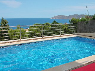 3 bedroom Apartment in Llanca, Costa Brava, Spain : ref 2096996, Llançà