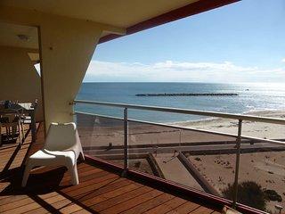 Superbe Appartement 76 m2, 1ère ligne front de mer refait à neuf