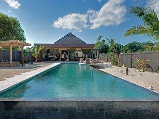 Stunning 1 bedroom villa on the waterfront