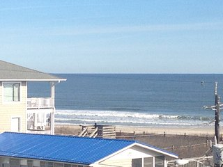 Private condo with amazing ocean and icww views and ocean 50 steps from door, Carolina Beach