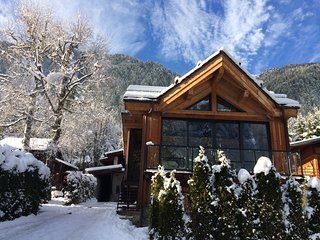 Sunny, refined and nicely renovated Chalet for 4 - 6 guests in Chamonix