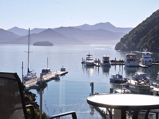 Luxurious Oxley Waterfront 1 Bedroom Apartment, Picton