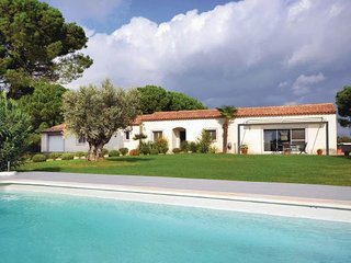 4 bedroom Villa in Saint Laurent D ´Aigouze, Gard, France : ref 2279181, Aigues-Mortes