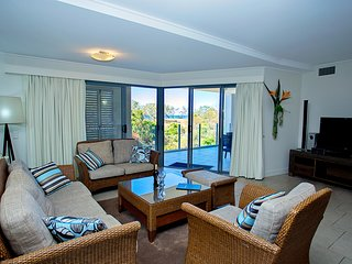 Beachfront Luxury Escape - 1 minute to the ocean - 1 Bedroom
