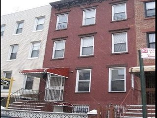 3BR ON SOUTH SLOPE~LOTS OF LIGHT