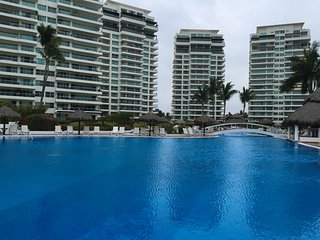Luxury Beachfront Condo Shangrila, Puerto Vallarta